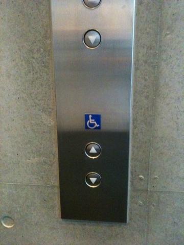 エレベータ 車いす.jpeg