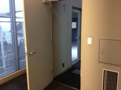 FLAMP階段への入り口.jpg
